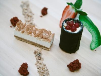 Menú 2 - Bizcocho Ruso de Almendras, Toffee, Chocolate, Nata a la Vainilla y Piñones de Predrajas con Helado de Platano 4