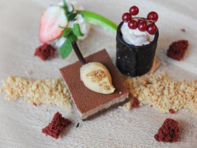 Texturas de Cuatro Chocolates de Origen África con Helado de Vainilla Brownie