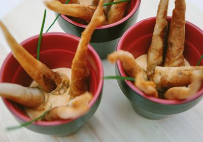 Raíz de Pasta Filo Rellena de Langostino con Salsa Romescu 6